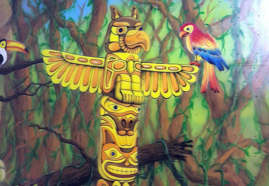 Malowanie Totema, mural.