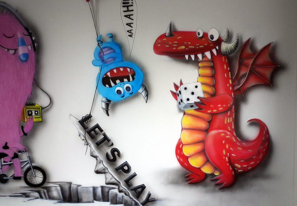 Malowanie graffiti w pokoju relaksacyjnym w firmie informatycznej
