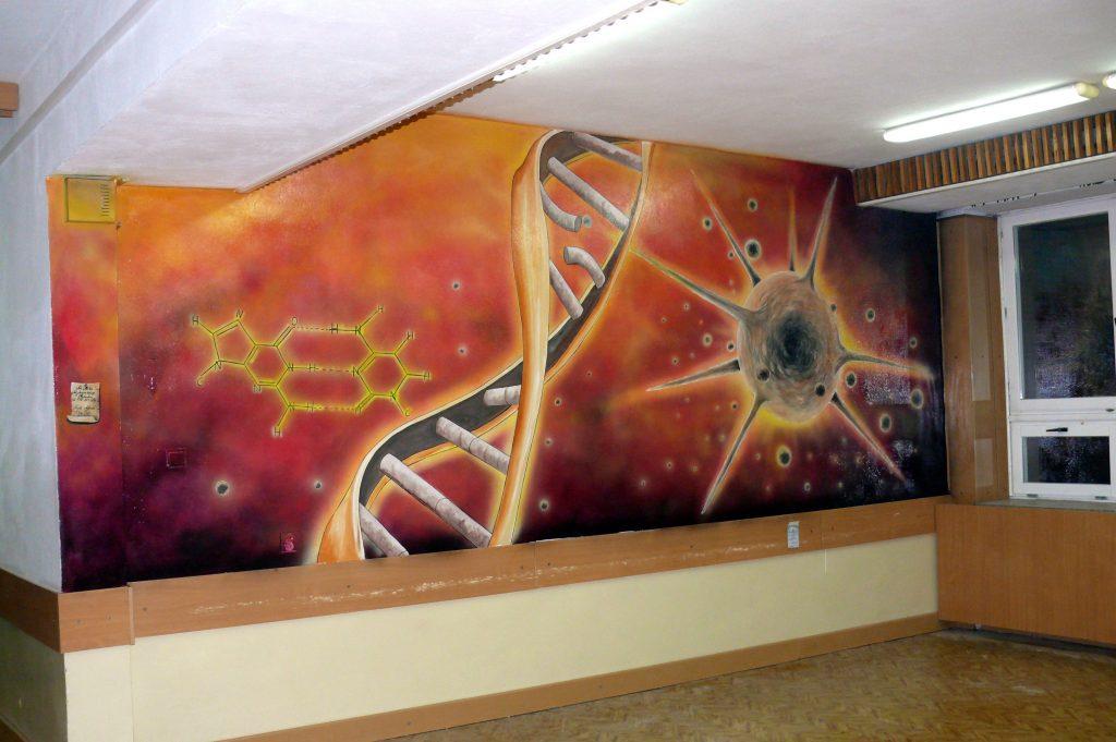 Mural DNA i komórka wirusowa, malowanie obrazu na scianie w szkole, aranżacja szkolnego korytarza