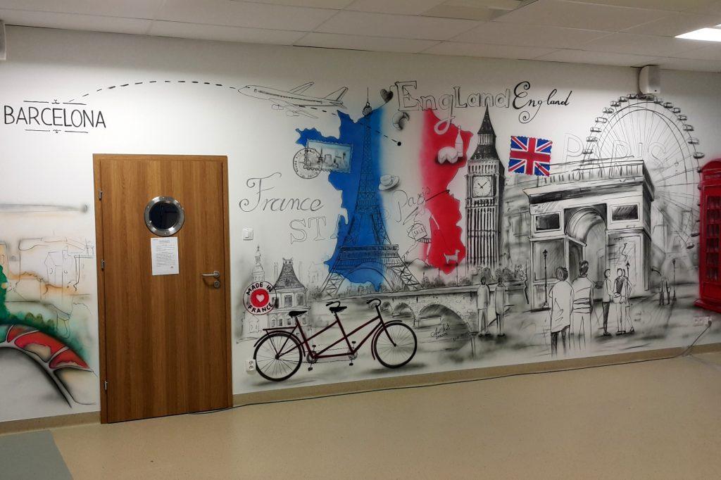 Malowanie klasy szkolnej, mural w klasie szkolnej, sala językowa