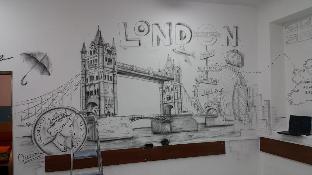 Malowanie w klasie graffiti 3D w szkole języka angielskiego