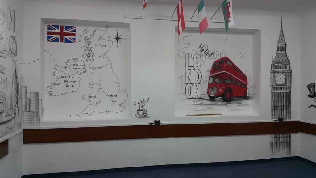 Graffiti w klasie jezykowej, malowanie klasy językowej, w szkole podstawowej
