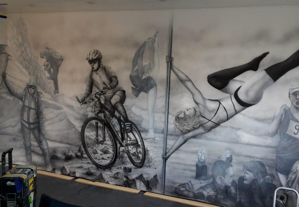 czarno biały mural