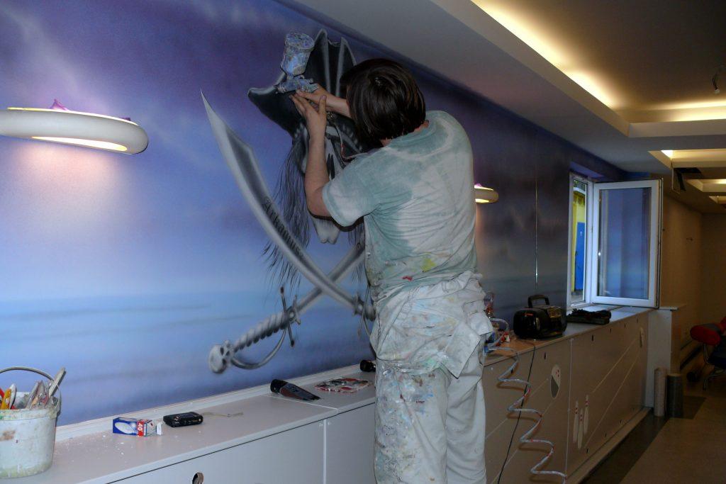 Malowanie scian w kręgielni, graffiti w kręgielni namalowane na ścianie