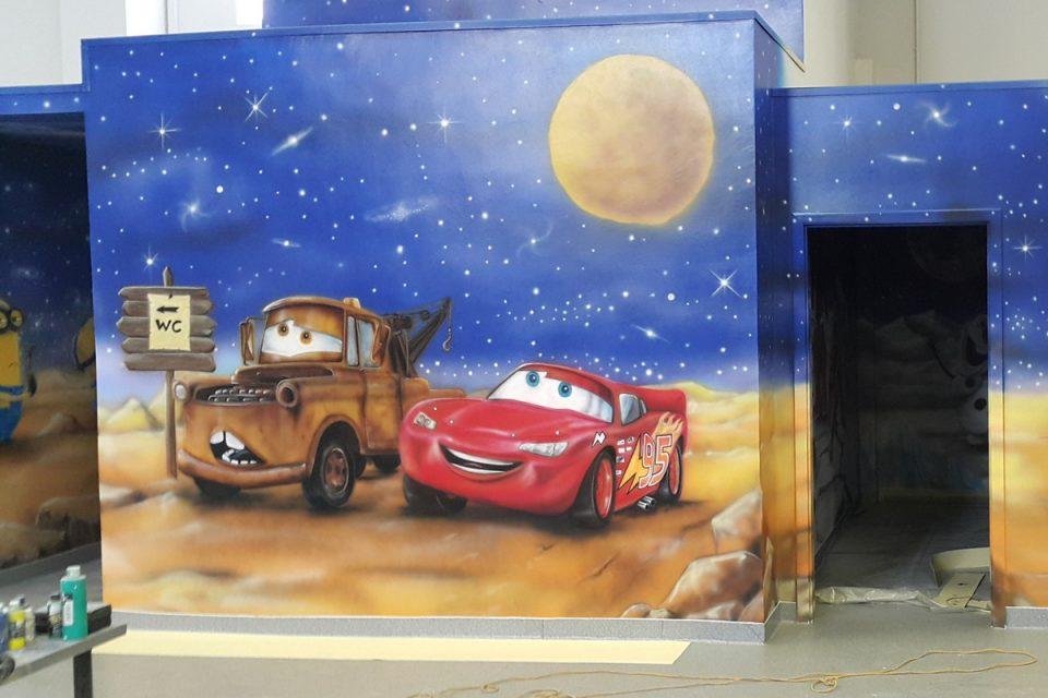 Malowanie pokoju dziecięcego, malowanie złomka i zygzaka na ścianie w pokoju dziecka