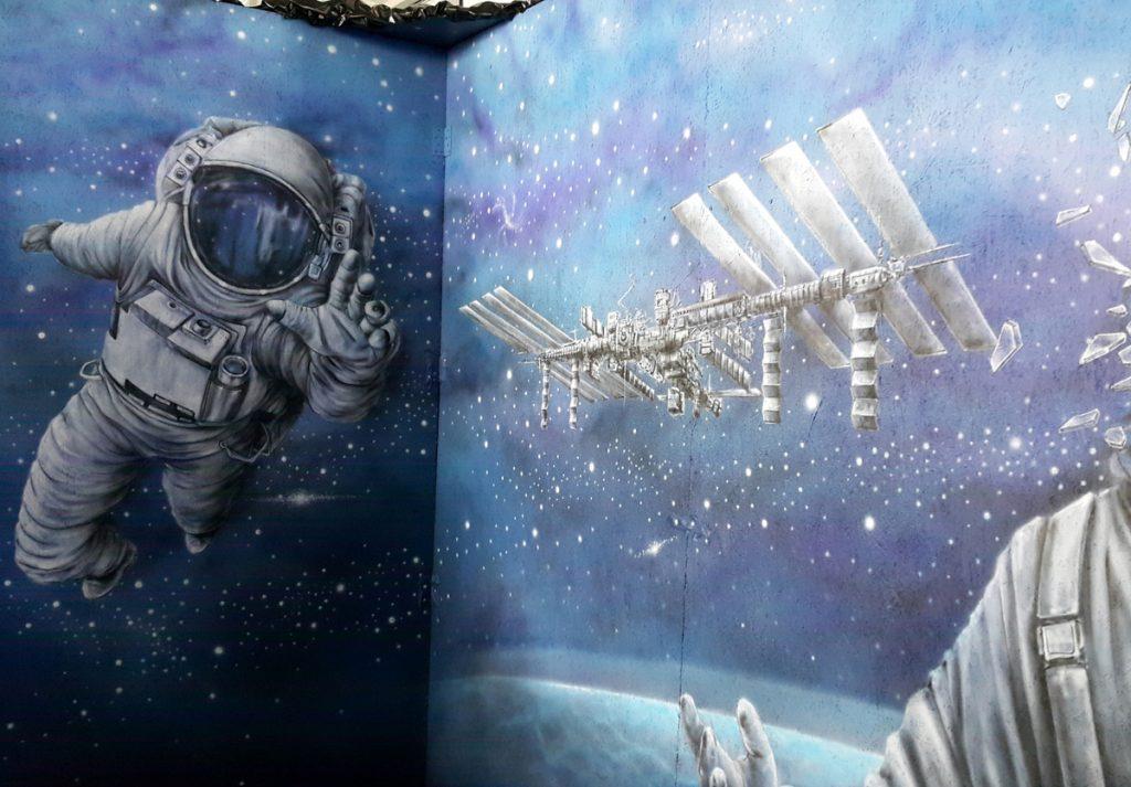 Pyrkon Festiwal Fantastyki 2018, malowanie astronauty, mural na pyrkonie
