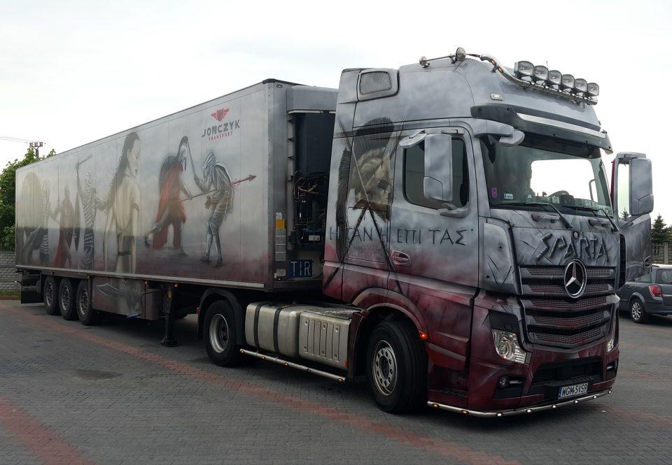 Malowanie ciężarówki aerografem,