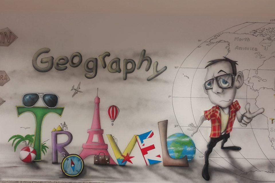 Malowanie napisu na ścianie, mural reklamowy,