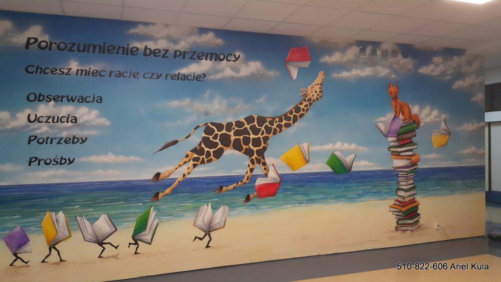 Mural w szkole, aranżacja szkolnego korytarza , malowanie żyrafy