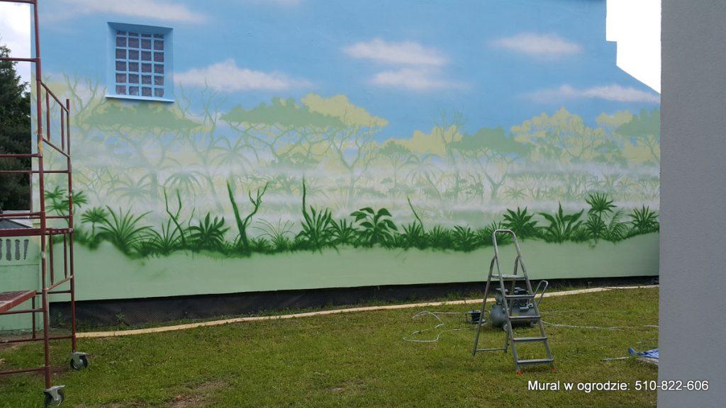 Mural w ogrodzie, malowanie dżungli na ścianie, malowanie lasu tropikalnego , mural w ogrodzie jako tło pod roslinność