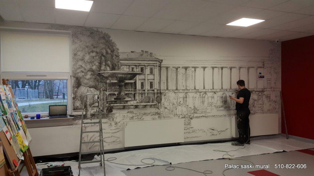 Mural w czarno bieli wykonany w szkole podstawowej nr 355 w Warszawie