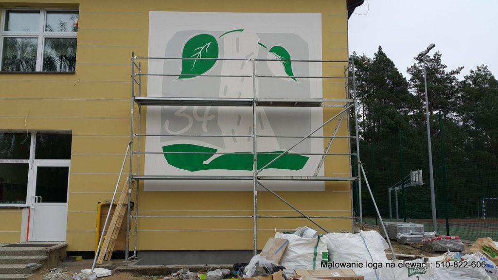 Malowanie loga szkoły, logo szkoły namalowane na elewacji