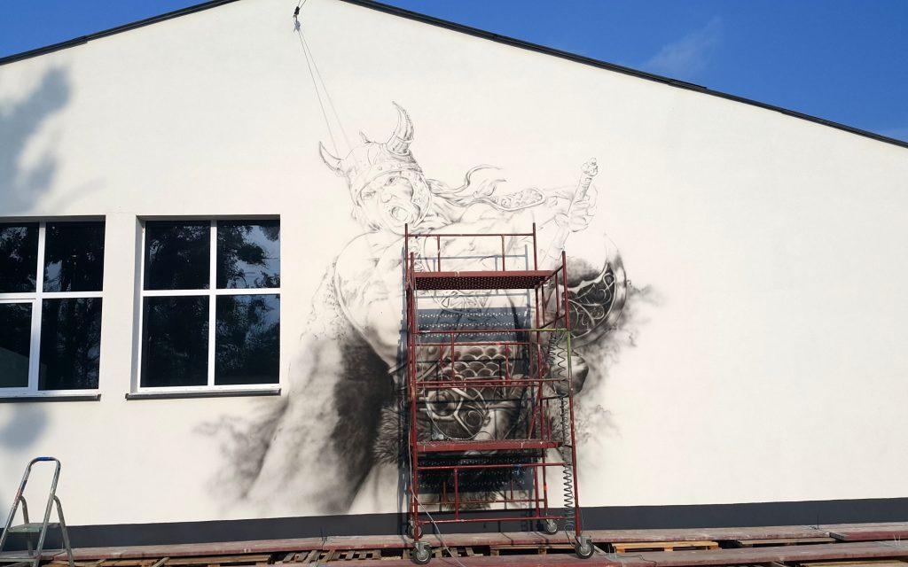 Malowanie wikingów na ścianie budynku