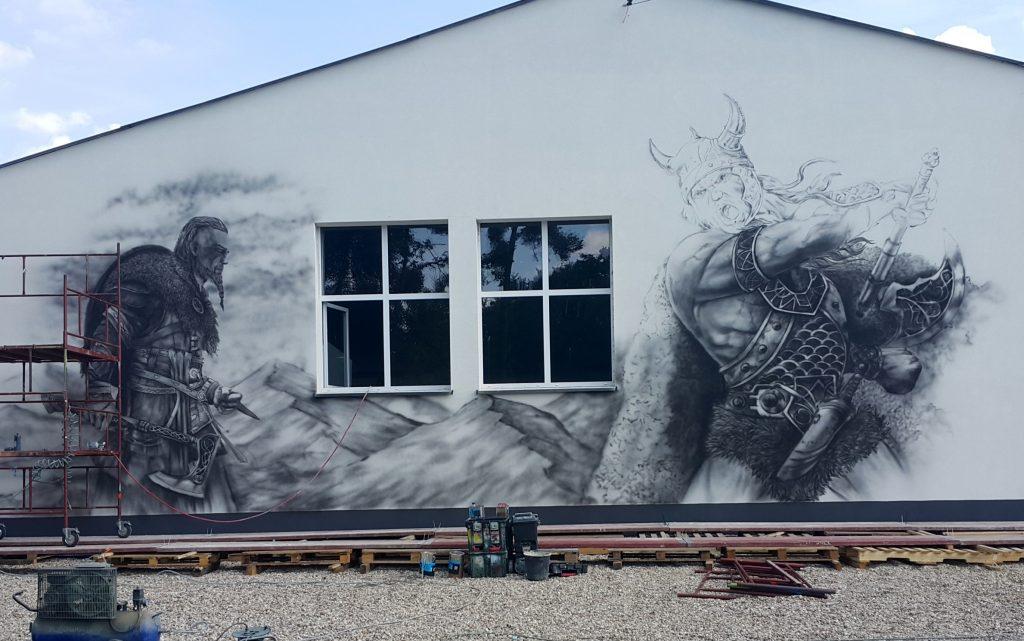 Malowanie wikingów na ścianie, obraz w czarno bieli