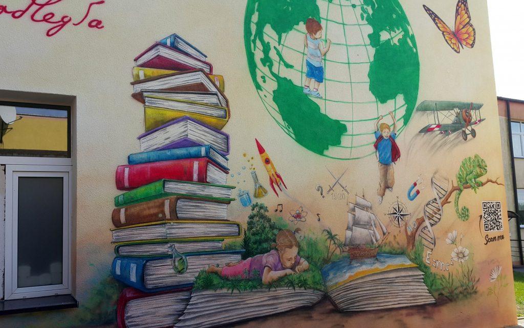 Mural promujący edukację malowanie muralu w szkole