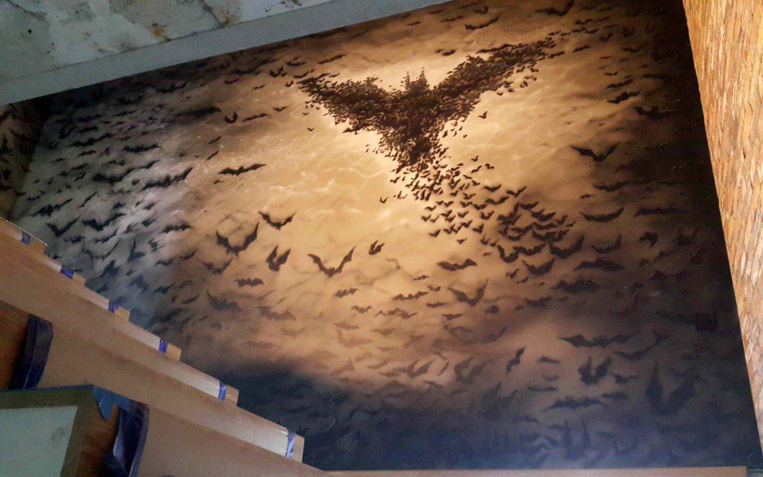 Klimatyczny mural na klatce schodowej, malowanie klatki schodowej w nietypowy sposób