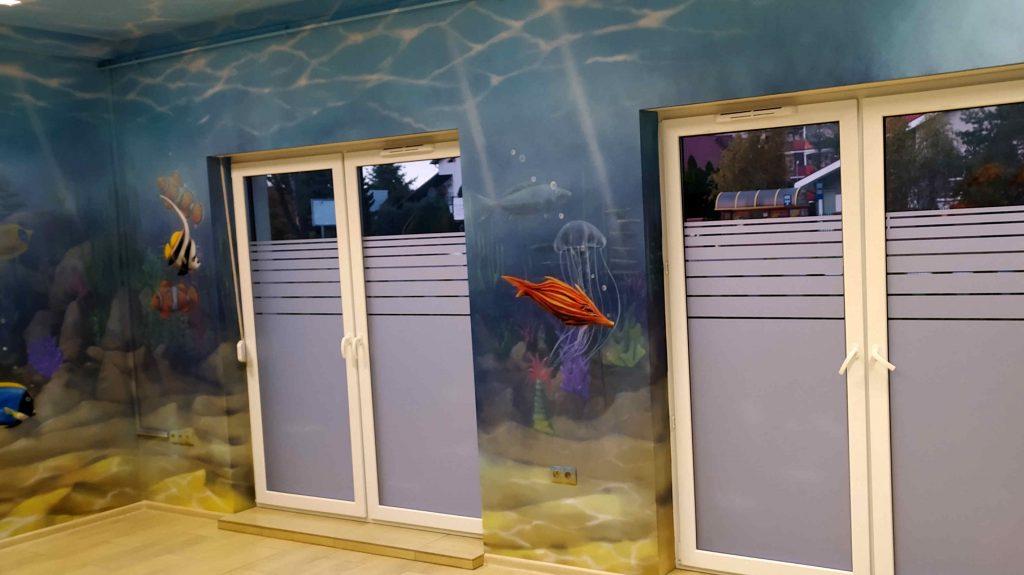 Mural w przychodni dziecięcej, malowanie rafy koralowej, aranżacja przychodni poprzez malowanie