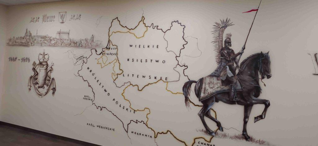 Malowanie mapy na ścianie w klasie historycznej, mural 3D