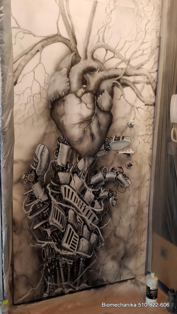 Mural biomechaniczny, malowanie biomechaniki na ścianie